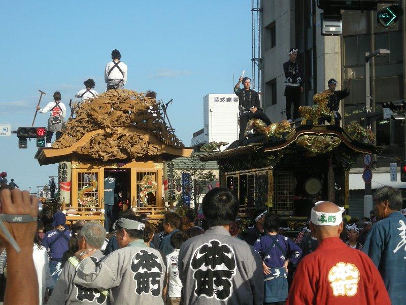 (提供写真②)H25秋祭り(屋台揃い曳き①)
